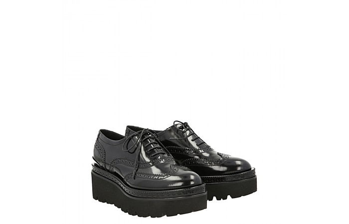 Creepers lace up glade derby